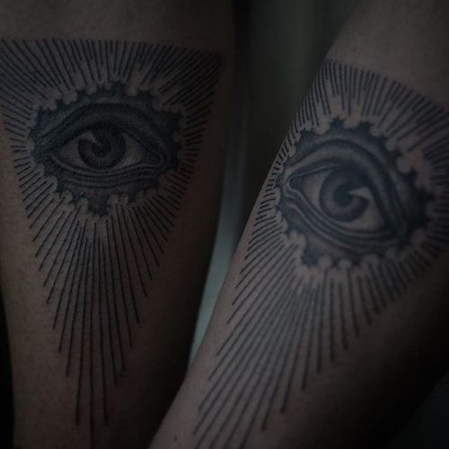 An Eye of Providence via Ruby May Quilter (IG—rubymayqtattoo). #blackandgrey #EyeofProvidence #finelined #RubyMayQuilter