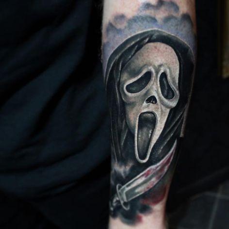 A bloody portrait of Ghostface by Joe Worrall (IG—joekworrall). #color #Ghostface #JoeWorrall #portraiture #Scream