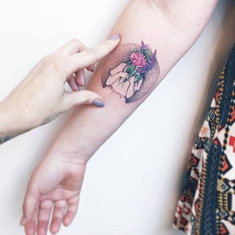 Minimalismos #LuizaOliveira #LuizaBlackbird #brazil #brasil #brazilianartist #TatuadorasDoBrasil #fineline #dotwork #pontilhismo #flower #flores #girl #woman #mulher #menina #garota