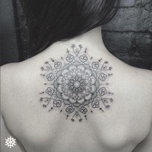 WOW, beautiful mandala tattoo on the back #allantattooer #mandala #detail #fineline #dotwork #flower