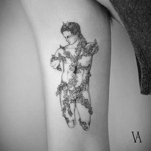 A statue covered in ivy via Violeta Arús (IG-violeta.arus). #blackwork #illustrative #ivy #statue #VioletaArús