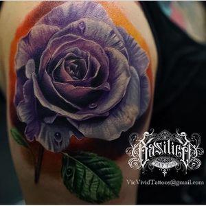 A gorgeous long-stemmed rose by Vic Vivid (IG-vicvivid). #color #realism #Roses #VicVivid