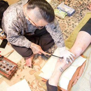 Paitangi and Kamata visit the studio of a tebori tattooist, Horiken, to compare the Māori and Japanese methods of hand-poking tattoos: The Other Side. VICE.