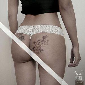 Fine line tattoo by Zihwa. #Zihwa #SouthKorean #SouthKorea #fineline #floral #blackandgrey #flower #butt