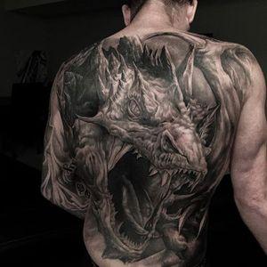 Dragon back. (via IG - evilkolors) #largescale #blackandgrey #realism #gregnicholson #dragon
