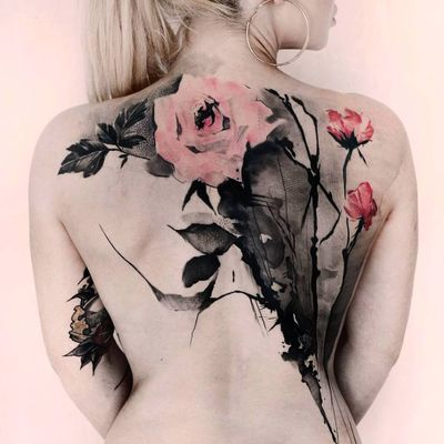 Flower back piece tattoo by Kurt Staudinger #KurtStaudinger #illustrativetattoos #backpiece #color #illustrative #sketch #abstract #painterly #rose #flower #floral #leaves #nature #linework #watercolor