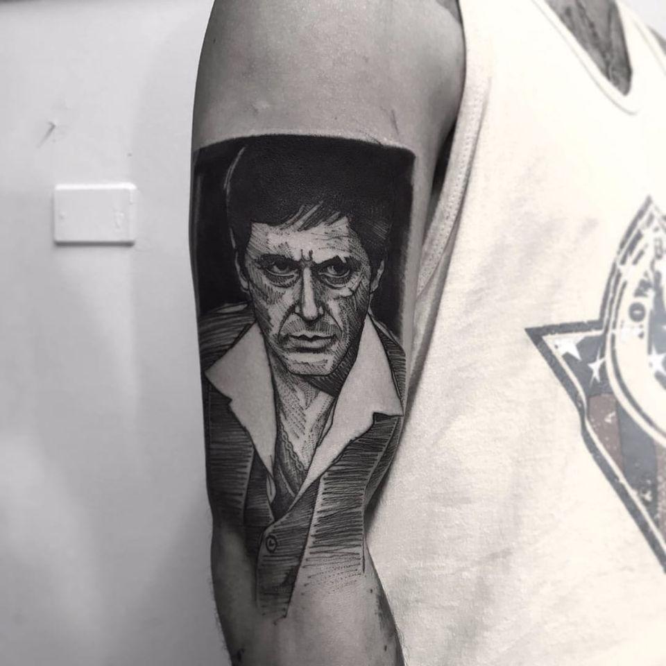 Tony Montana! Alexandre Aske! #AlexandreAske #Ttatuadoresbrasileiros #tatuadoresdobrasil #tattoobr #tattoodobr #sketchtattoos #sketch #TonyMontana #Scarface #filmes #movies #nerd #geek