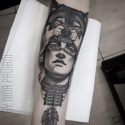 Trabalho feito por Nina Paviani! #NinaPaviani #tatuadorasbrasileiras #tatuadorasdobrasil #tattoobr #tattoodobr #woman #mulher #índia #indian #wolf #lobo