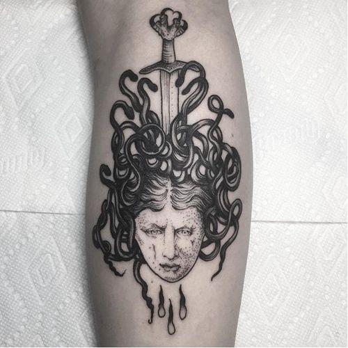 Medusa by Rebecca DeWinter (via IG-rebeccadewinterttt) #medusa #snakes #greek #mythology #illustrative #black #rebeccadewinter