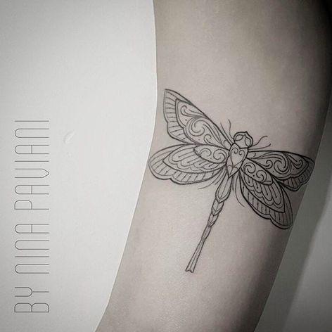 Libélula por Nina Paviani! #NinaPaviani #tatuadorasbrasileiras #tatuadorasdobrasil #tattoobr #tattoodobr #libélula #fineline