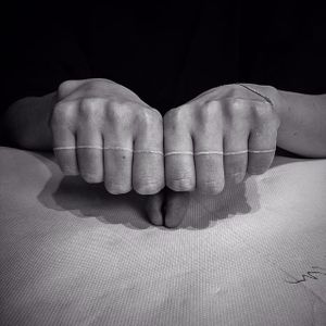 White ink knuckle line by mxw. #whiteink #knuckle #mxw