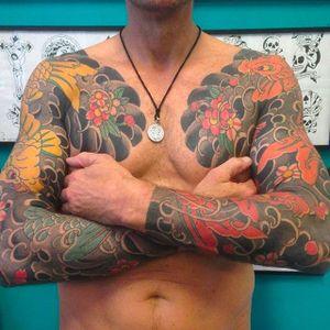 Beautiful Japanese style sleeves by Freddy Leo. #FreddyLeo #japanesestyletattoo #irezumi #BuenosAires #koi #sakuras