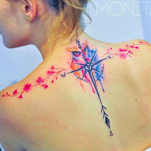 Love this back tattoo by Monica Gomes #monitattoo #monicagomes #owl #feminine #shoulder #compass #colorful #arrow