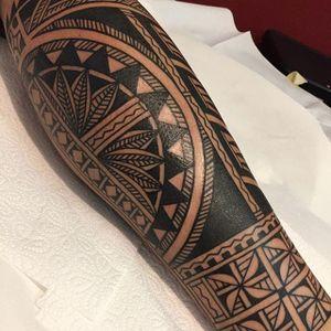 An intricate Maori leg sleeve via Chris Higgins (IG—higginsandco). #blackwork #ChrisHiggins #Maori #tribal