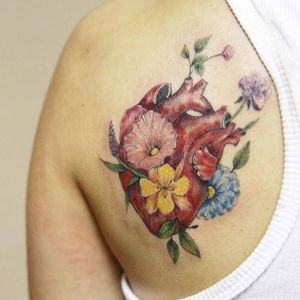 Floral anatomical heart tattoo by Luiza Oliveira. #LuizaOliveira #fineline #floral #feminine #anatomicalheart #flower #botanical