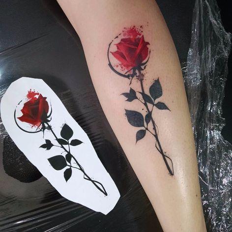 Rosa por Samme Antunes! #SammeAntunes #tatuadoresbrasileiros #tatuadoresdobrasil #tattoobr #tattoodobr #rose #rosa