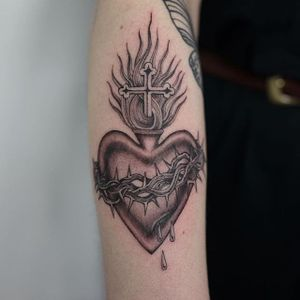 Sacred Heart Tattoo by Ruby Quilter #sacredheart #religioustattoos #blackandgrey #RubyQuilter