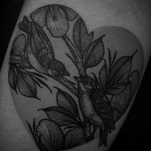 Blackwork tattoo by Felipe Kross. #FelipeKross #blackwork #dotwork #bird