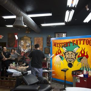 Mystery Tattoo only on Tattoodo Live (Photo by Ryan Freeman) #mysterytattoo #tattoodotv #gameshow #livetelevision #facebook