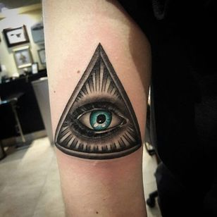 An eye of providence with a touch of color by Albert Martinez (IG—albert_integrity). #AlbertMartinez #blackandgrey #eyeofprovidence