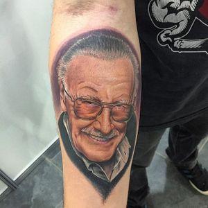 Stan Lee Tattoo by Rafinha Tatoo #stanlee #stanleetattoo #stanleetattoos #marvel #marveltattoo #marveltattoos #comictattoo #marvelcomics #portrait #portraitrealism #RafinhaTattoo