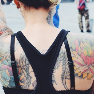 Colorful floral back piece #flowers #floral #colored #peony #TattooStreetStyle #StreetStyle