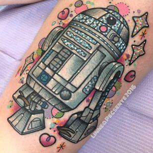 Pinkwork R2-D2 tattoo by Linnea Pecsenyu. #LinneaPecsenye #pinkwork #kawaii #girly #cute #r2d2 #starwars #geek