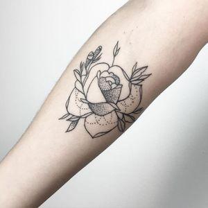 Rose Tattoo by María Fernández #rose #rosetattoo #blackwork #blackworktattoo #linework #lineworktattoo #graphic #graphictattoo #blackink #illustrative #sketch #MariaFernandez