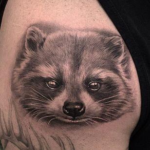 Adorable raccoon by Jamie Mahood. #blackandgrey #realism #JamieMahood #raccoon #animal