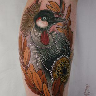 Grey crowned crane by Antony Flemming #AntonyFlemming #color #neotraditional #realism #realistic #hyperrealism #bird #crane #feathers #leaves #jewelry #pearls #nature #tattoooftheday