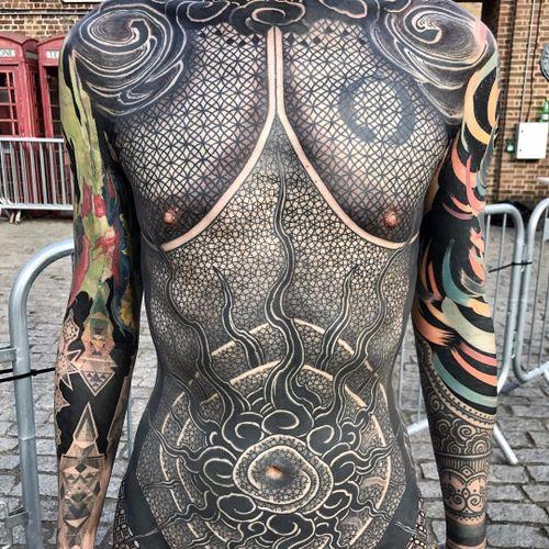 Incredible collab by Nissaco and Gakkinx #Nissaco #gakkin #Gakkinx #geometry #sacredgeometry #clouds #pattern #ornamental #linework #sun #color #blackandgrey #blackwork #watercolor #tattoooftheday
