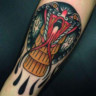 Solid and vibrant cobra tattoo by Giacomo Fiammenghi. #GiacomoFiammenghi #traditionaltattoo #snake #cobra #coloredtattoo #brightandbold