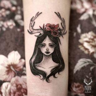 Deergirl by Zihae (via IG- zihae_tattoo) #painterly #girlsgirlsgirls #zihae #illustrative