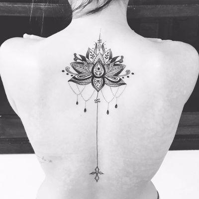 Tatuagem feita por Cabelo Tattoo! #CabeloTattoo #tatuadoresbrasileiros #flordelotus #lotusflower #fineline #dotwork #pontilhismo #unalome #delicate #delicatetattoo