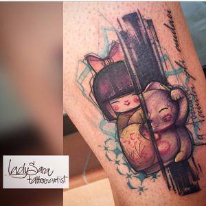 Graphic kokeshi tattoo by Sara Liverani #kokeshi #japanesedoll #luckycat #graphic #SaraLiverani #doll #tradition #japanesetradition