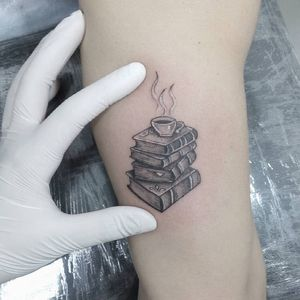 #ElviraBono #DiaDaMulher #8demarço #TatuadorasDoBrasil #girlpower #brasil #brazil #brazilianartist #livros #books #cafe #coffee