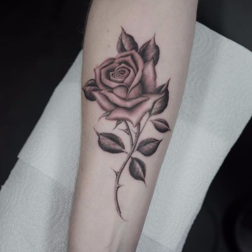 Rose by Ruby Quilter #rubymayquilter #blackandgrey #oldschool #illustrative #rose #leaves #thorns #realistic #realism #tattoooftheday