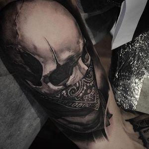 Bandanna wearing skull by Ben Thomas. #realism #blackandgrey #blackandgreyrealism #portrait #BenThomas #skull #bandanna