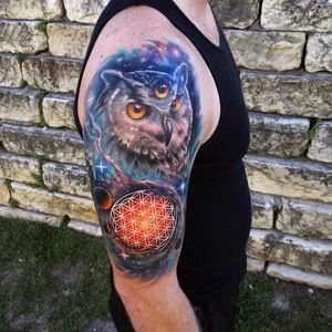 #AndresAcosta #tatuadorgringo #realismo #realism #coloridas #colorful #galaxia #galaxy #universo #universe #coruja #owl #geometria #geometry #planetas #planets