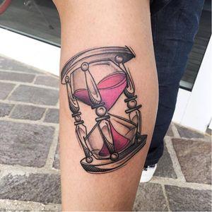 Hourglass tattoo by Luca Testadiferro #LucaTestadiferro #sketch #sketchstyle #graphic #hourglass