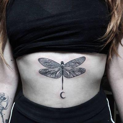 Libélula #DiegoSouza #tatuadoresdobrasil #brasil #brazil #brazilianartist #libelula #dragonfly #lua #moon #blackwork