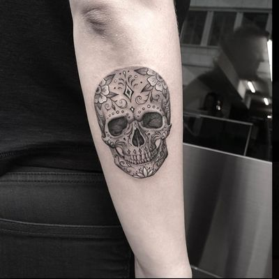 Sugar Skull by Lazer Liz @lazerliz #sugarskull #blackandgreytattoos #microtattoo