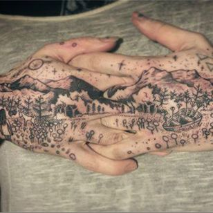 It's magical how Longhaul can squeeze such complex yet simply rendered landscapes into such small parts of the body. #blackandgrey #empowerment #hands #landscape #LGBT #magic #nature #Noel'leLonghaul #transgender #witchcraft