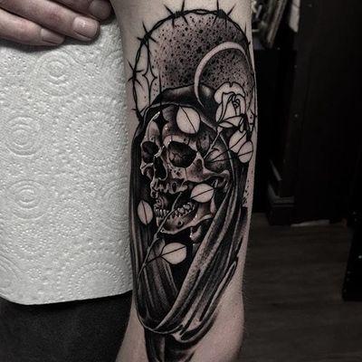 A badass reaper by Neil Dransfield (IG—neil_dransfield_tattoo). #barbedwire #black #dark #NeilDransfield #neotraditional #reaper #rose