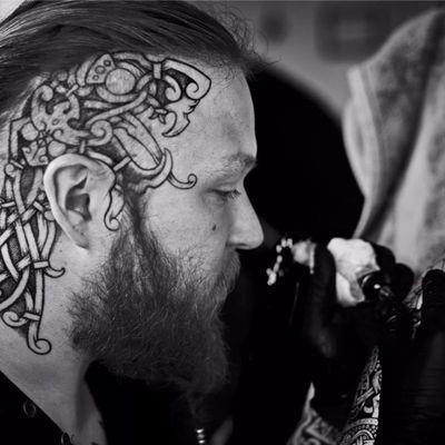 Sean Parry em ação #SeanParry #viking #nordic #nordico #vikingstyle #tatuagemviking #culturanordica #mitologianordica