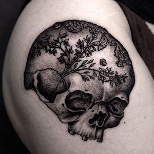 One of Ilja Hummel's (IG— iljahummel) elegant skulls. #black #flora #illustrative #IljaHummel #skull
