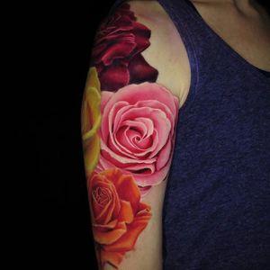 Roses by Jamie Schene via @jamie_schene #roses #floral #realistic #realism #JamieSchene