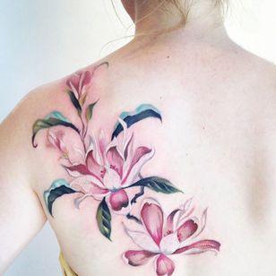 Magnolia by Amanda Wachob (via IG-amandawachob) #magnolia #flowers #floral #watercolor #color #illustrative #AmandaWachob