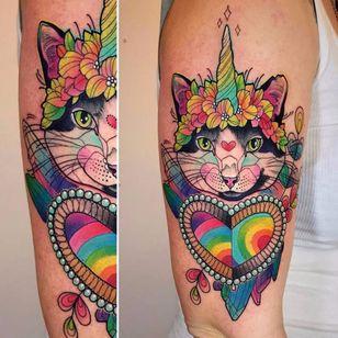 Um gato unicórnio é muita magia #KatieShocrylas #kshocs #tatuagemcolorida #colorfultattoo #gringa #cat #gato #unicornio #unicorn #flowers #flores #heart #coração #cristais #crystals