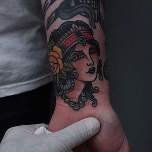 A very accessorized lady head via Tony Nilsson (IG—tonybluearms). #ladyhead #rose #TonyNilsson #traditional